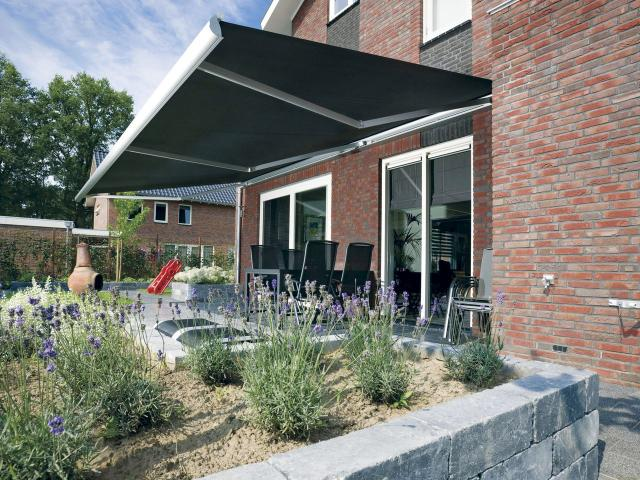 Design Make It The Most Versatile Awning In Range Incorporating A Cassette Height Of Only 122mm Allows For Fitting Variety Applications